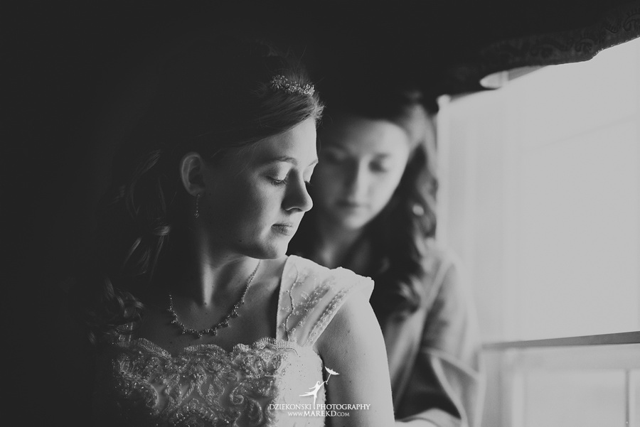 Kayleena Nick Heslip Whalen winter wedding photography pictues Howell michigan red snow04 Kayleena and Nicks Winter Wedding in Owosso, MI