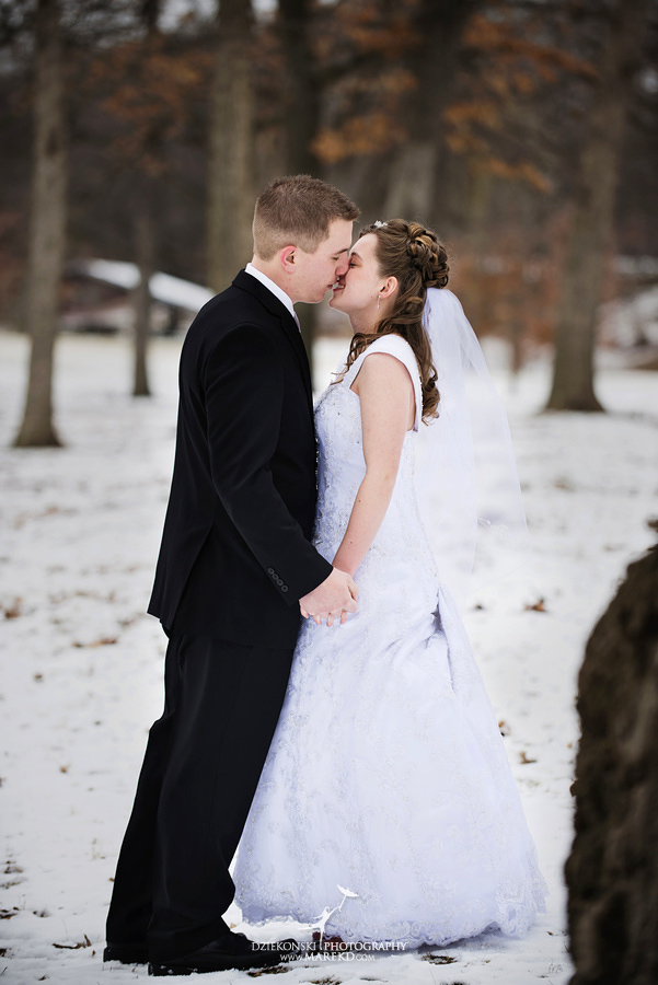 Kayleena Nick Heslip Whalen winter wedding photography pictues Howell michigan red snow10 Kayleena and Nicks Winter Wedding in Owosso, MI