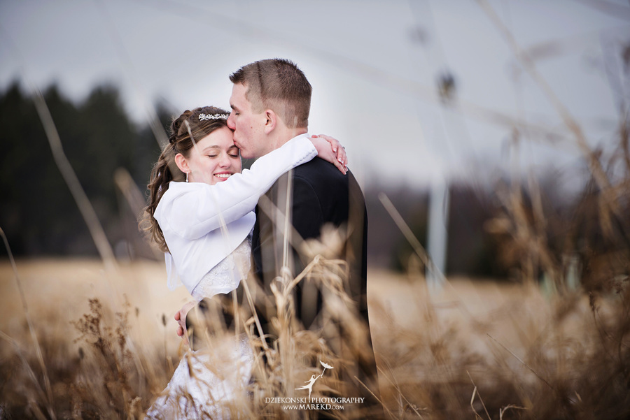Kayleena Nick Heslip Whalen winter wedding photography pictues Howell michigan red snow14 Kayleena and Nicks Winter Wedding in Owosso, MI
