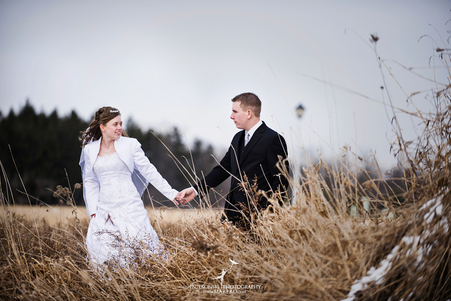 Kayleena Nick Heslip Whalen winter wedding photography pictues Howell michigan red snow15 Kayleena and Nicks Winter Wedding in Owosso, MI