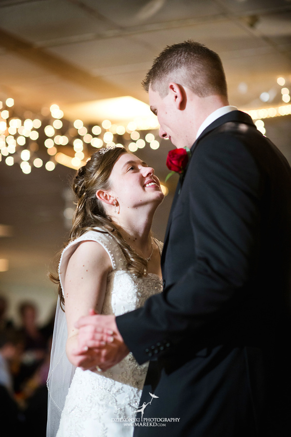 Kayleena Nick Heslip Whalen winter wedding photography pictues Howell michigan red snow29 Kayleena and Nicks Winter Wedding in Owosso, MI