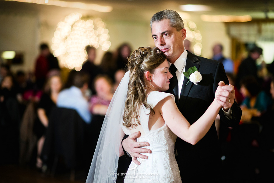 Kayleena Nick Heslip Whalen winter wedding photography pictues Howell michigan red snow30 Kayleena and Nicks Winter Wedding in Owosso, MI