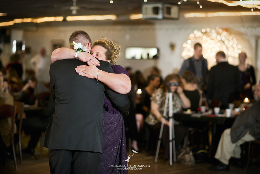 Kayleena Nick Heslip Whalen winter wedding photography pictues Howell michigan red snow31 Kayleena and Nicks Winter Wedding in Owosso, MI