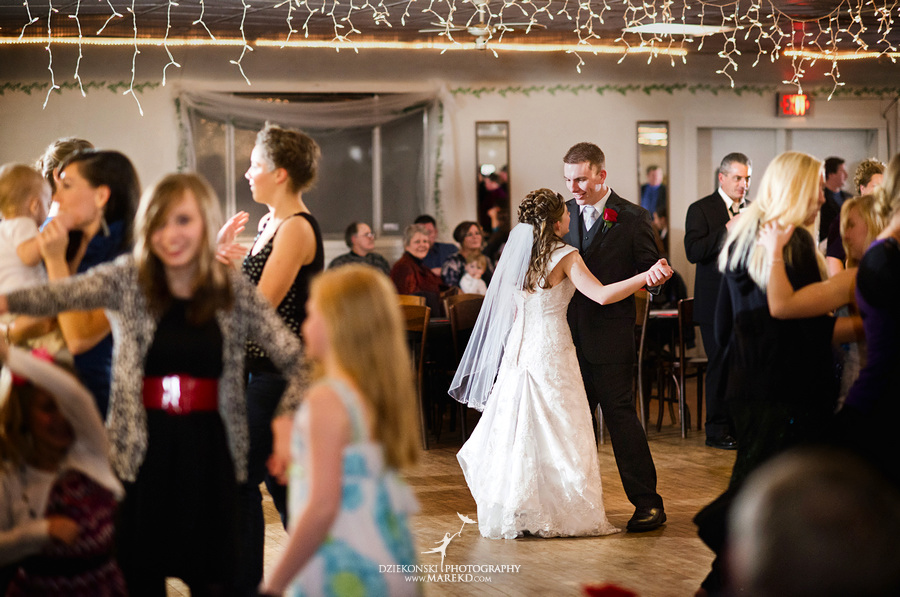 Kayleena Nick Heslip Whalen winter wedding photography pictues Howell michigan red snow32 Kayleena and Nicks Winter Wedding in Owosso, MI