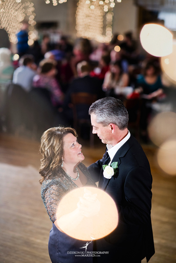 Kayleena Nick Heslip Whalen winter wedding photography pictues Howell michigan red snow34 Kayleena and Nicks Winter Wedding in Owosso, MI