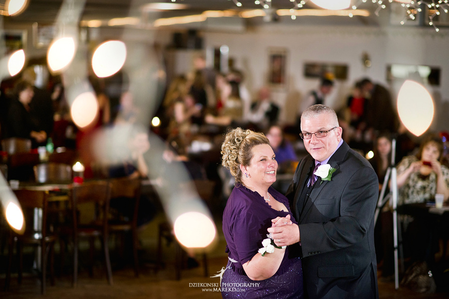 Kayleena Nick Heslip Whalen winter wedding photography pictues Howell michigan red snow35 Kayleena and Nicks Winter Wedding in Owosso, MI