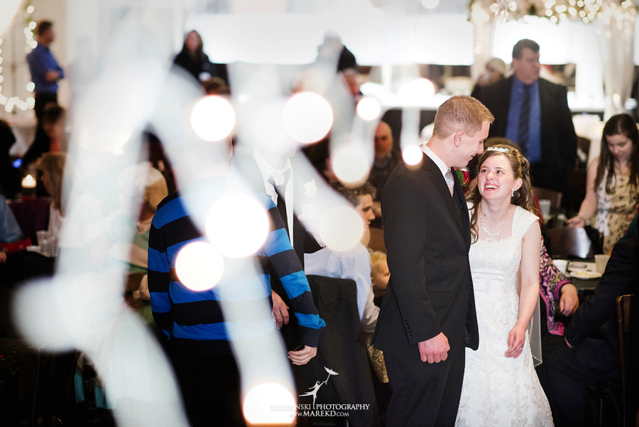 Kayleena Nick Heslip Whalen winter wedding photography pictues Howell michigan red snow36 Kayleena and Nicks Winter Wedding in Owosso, MI