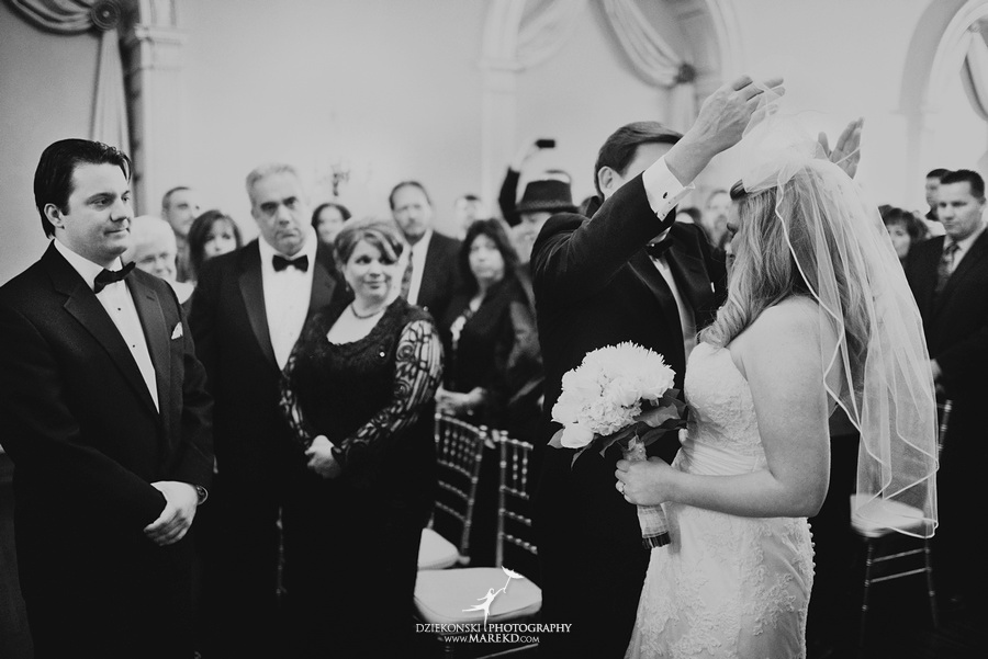 Taryn Nick colony club detroit downtown wedding photographer michigan winter snow townhall renaissance center GM central depot29 Taryn and Nicks Snowy Winter Wedding at Colony Club in Downtown Detroit, MI