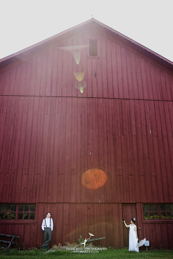 Crossroads Village flint michigan wedding photographer pictures umbrella fan233 - Test2