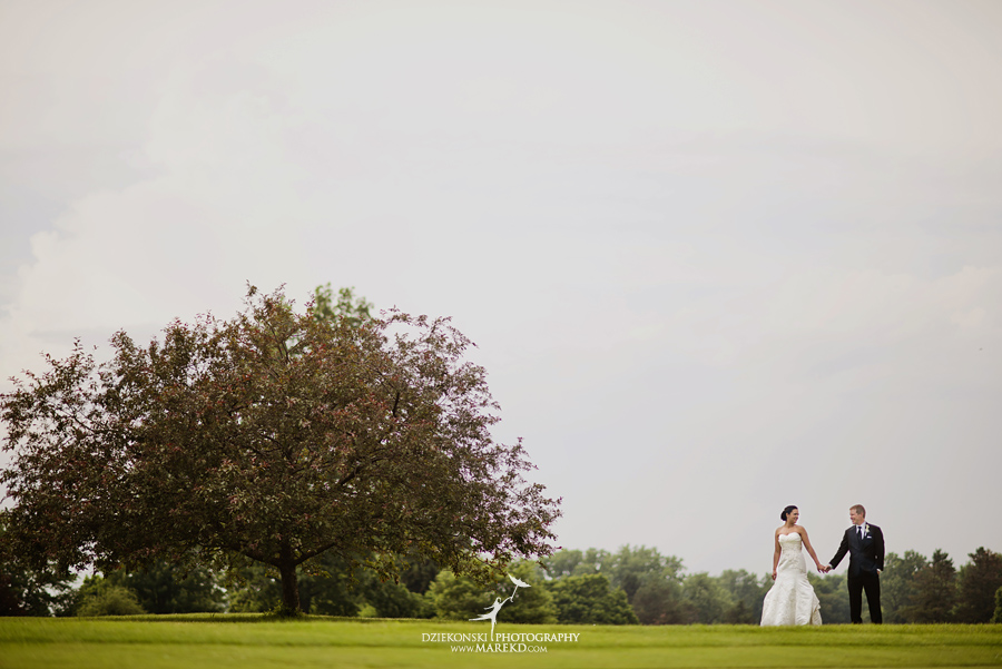 lauren mike atlas valley golf country club grand blanc holy family catholic church michigan wedding photographer pictures03 - Lauren and Mike