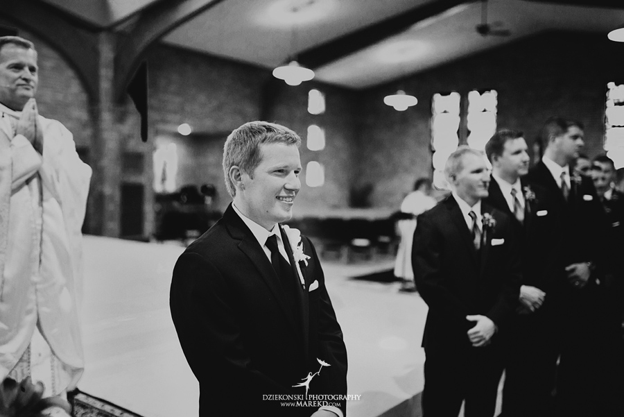 lauren mike atlas valley golf country club grand blanc holy family catholic church michigan wedding photographer pictures09 - Lauren and Mike