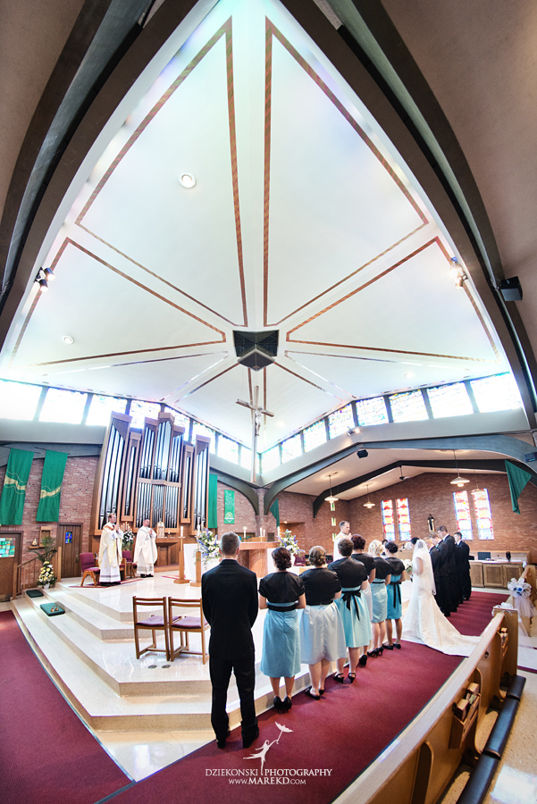 lauren mike atlas valley golf country club grand blanc holy family catholic church michigan wedding photographer pictures11 - Lauren and Mike