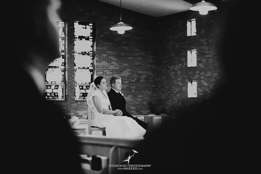 lauren mike atlas valley golf country club grand blanc holy family catholic church michigan wedding photographer pictures12 - Lauren and Mike