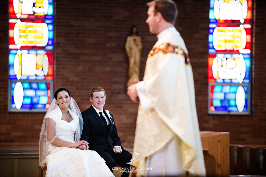 lauren mike atlas valley golf country club grand blanc holy family catholic church michigan wedding photographer pictures13 - Lauren and Mike