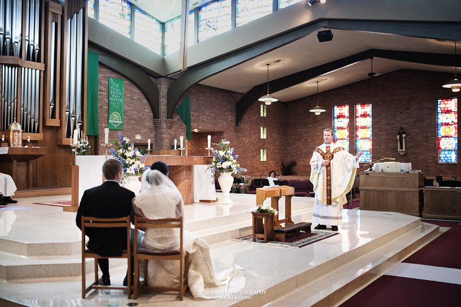 lauren mike atlas valley golf country club grand blanc holy family catholic church michigan wedding photographer pictures14 - Lauren and Mike