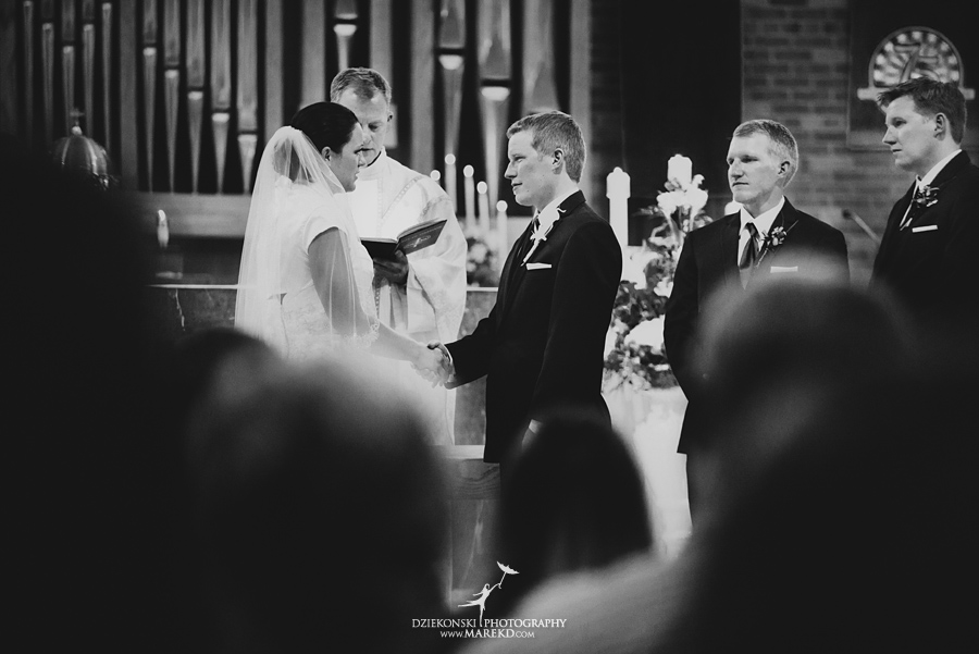 lauren mike atlas valley golf country club grand blanc holy family catholic church michigan wedding photographer pictures15 - Lauren and Mike