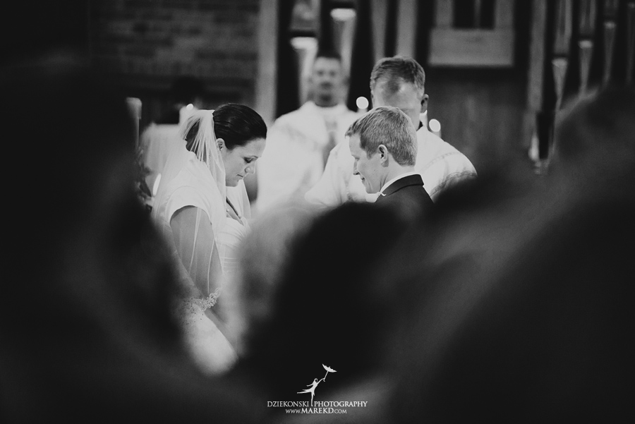 lauren mike atlas valley golf country club grand blanc holy family catholic church michigan wedding photographer pictures16 - Lauren and Mike
