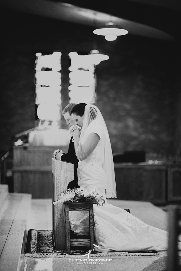 lauren mike atlas valley golf country club grand blanc holy family catholic church michigan wedding photographer pictures17 - Lauren and Mike