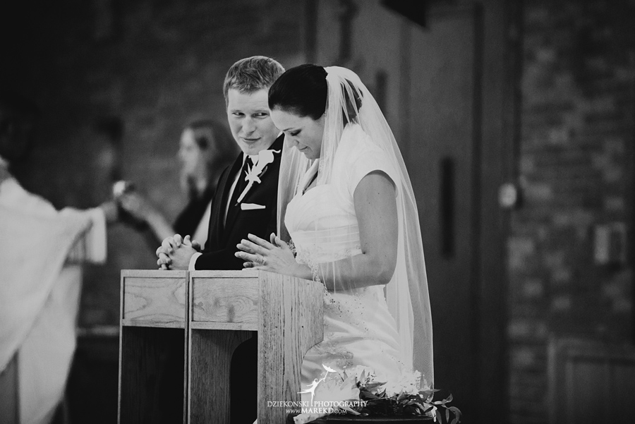 lauren mike atlas valley golf country club grand blanc holy family catholic church michigan wedding photographer pictures18 - Lauren and Mike