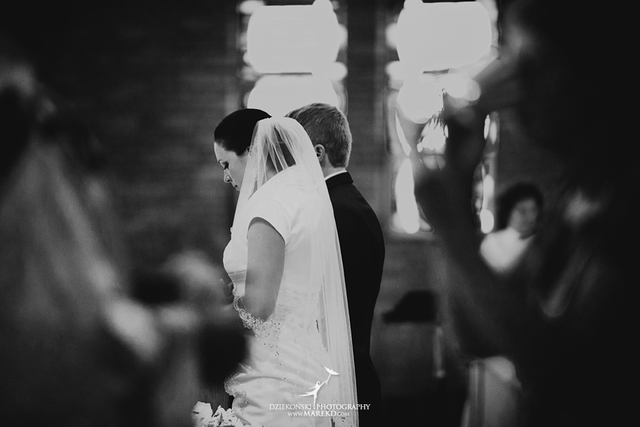 lauren mike atlas valley golf country club grand blanc holy family catholic church michigan wedding photographer pictures19 - Lauren and Mike