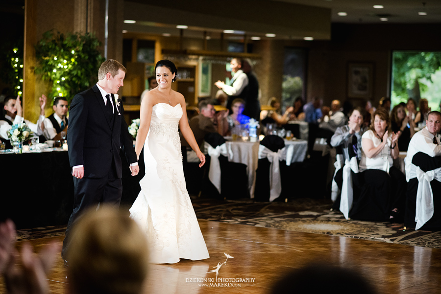 lauren mike atlas valley golf country club grand blanc holy family catholic church michigan wedding photographer pictures26 - Lauren and Mike