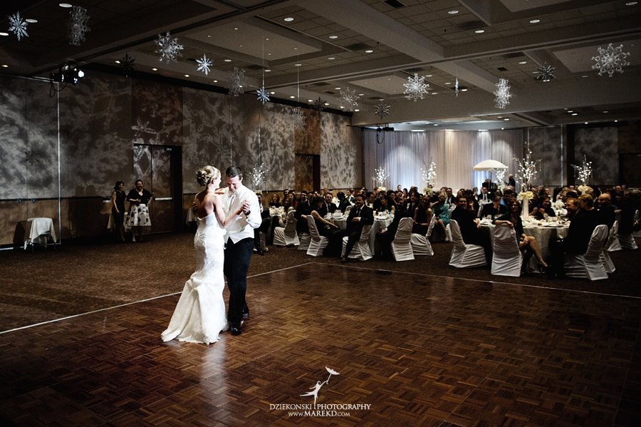 winter_wedding-michigan-orchard-lake-snow-storm-white-cold-dress-first-look-ideas-klellie-nick-st-marys-january-sommerset-in-troy47