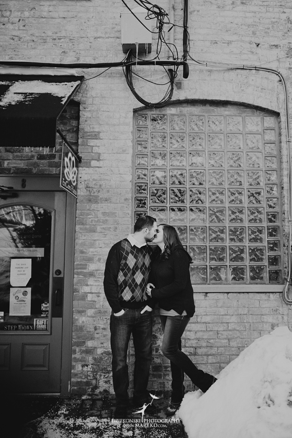 Emily_David_pictures-engagement-session-sunset-winter-cold-snow-february-nature-woods-clarkston-michigan-metro-detroit05