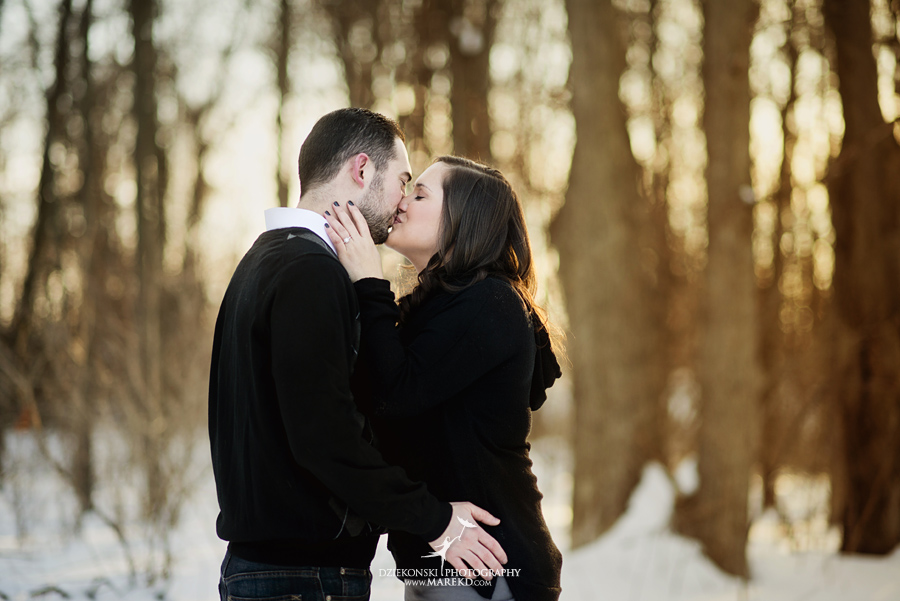 Emily_David_pictures-engagement-session-sunset-winter-cold-snow-february-nature-woods-clarkston-michigan-metro-detroit06