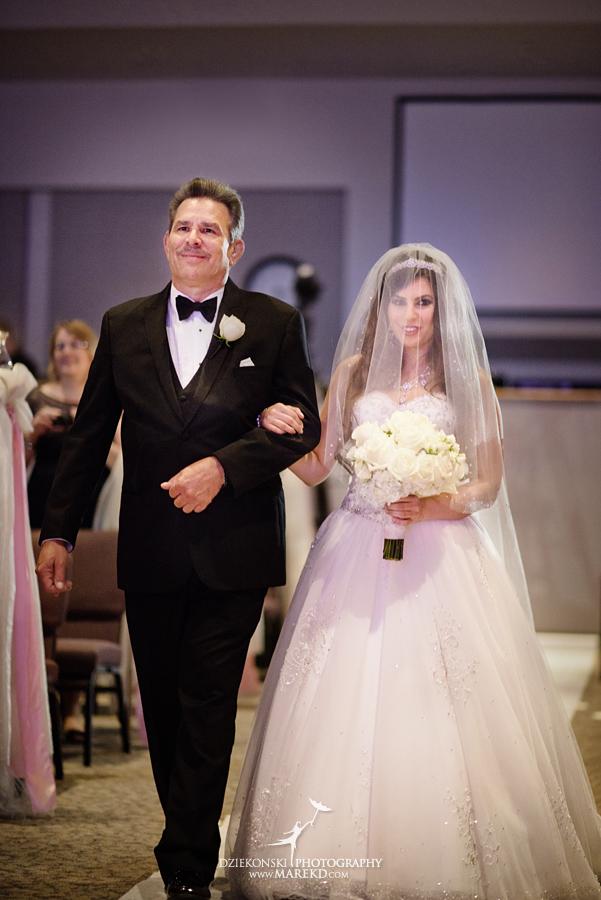 Lindsay-Daniel-metro-detroit-infinity-ovation-water-wedding-ceremony-reception-cruise-michigan05