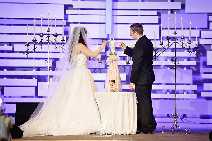 Lindsay-Daniel-metro-detroit-infinity-ovation-water-wedding-ceremony-reception-cruise-michigan07