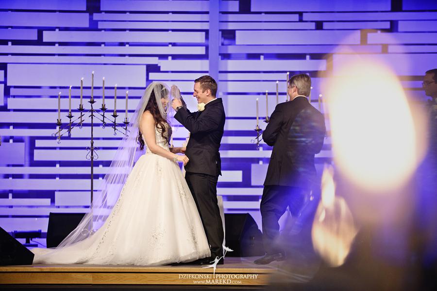 Lindsay-Daniel-metro-detroit-infinity-ovation-water-wedding-ceremony-reception-cruise-michigan09