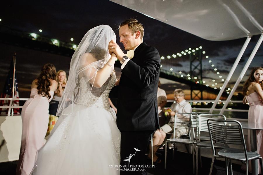 Lindsay-Daniel-metro-detroit-infinity-ovation-water-wedding-ceremony-reception-cruise-michigan25