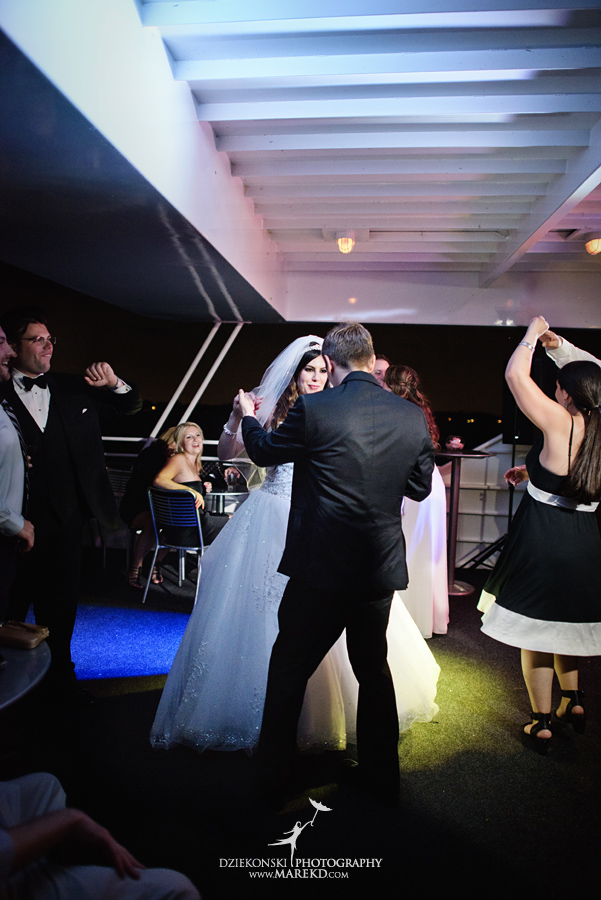 Lindsay-Daniel-metro-detroit-infinity-ovation-water-wedding-ceremony-reception-cruise-michigan30