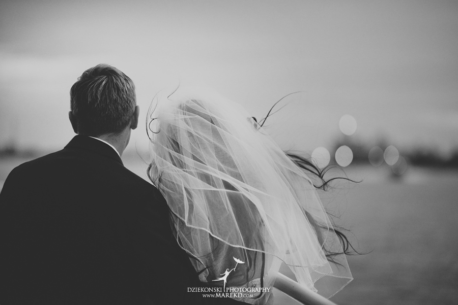 Lindsay-Daniel-metro-detroit-infinity-ovation-water-wedding-ceremony-reception-cruise-michigan32