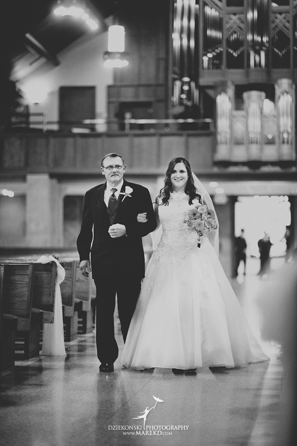 captains-club-fenton-grand-blanc-wedding-ceremony-reception-michigan-david-emily-catholic09