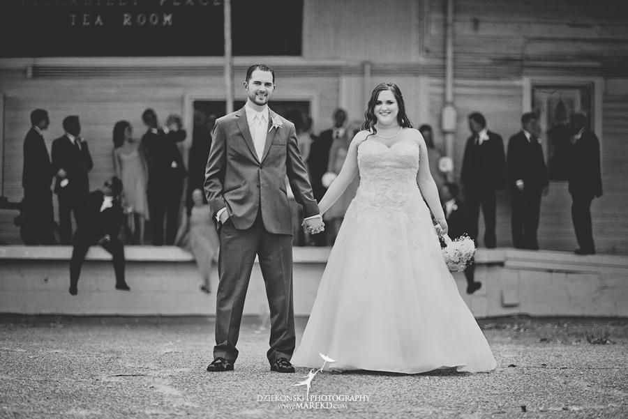 captains-club-fenton-grand-blanc-wedding-ceremony-reception-michigan-david-emily-catholic16