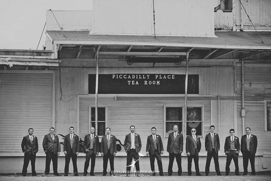 captains-club-fenton-grand-blanc-wedding-ceremony-reception-michigan-david-emily-catholic18