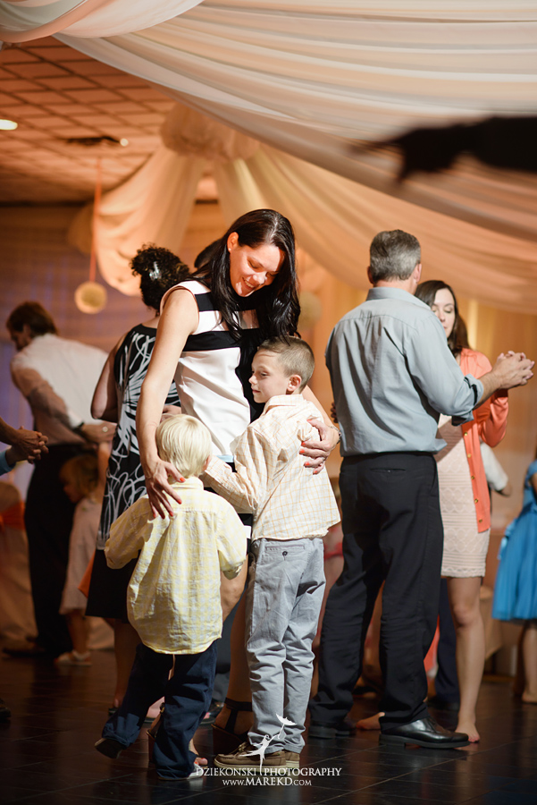 captains-club-fenton-grand-blanc-wedding-ceremony-reception-michigan-david-emily-catholic41