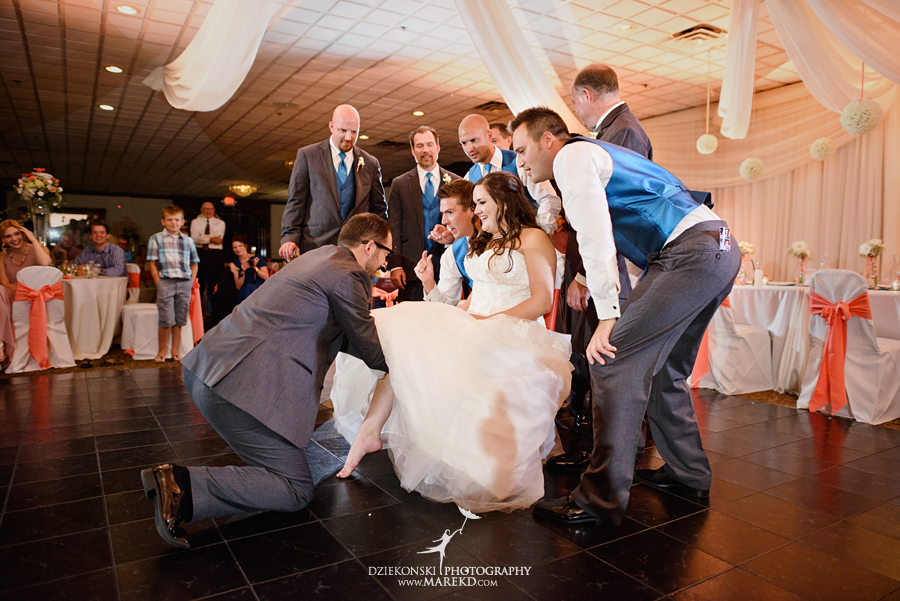 captains-club-fenton-grand-blanc-wedding-ceremony-reception-michigan-david-emily-catholic43