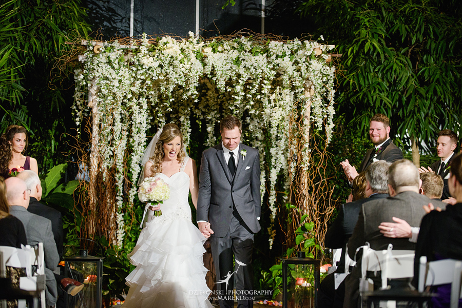 karen-brad-wedding-ceremony-reception-planterra-west-bloomfield-michigan-pictures-greenhouse-photographer27