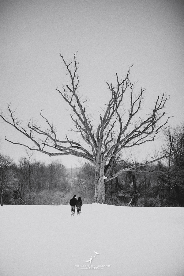Jenna-Tim-winter-snow-cold-outdoor-engagement-session-nature-woods-flurries-michigan-clarkston-metro-detroit-pictures-photographer07