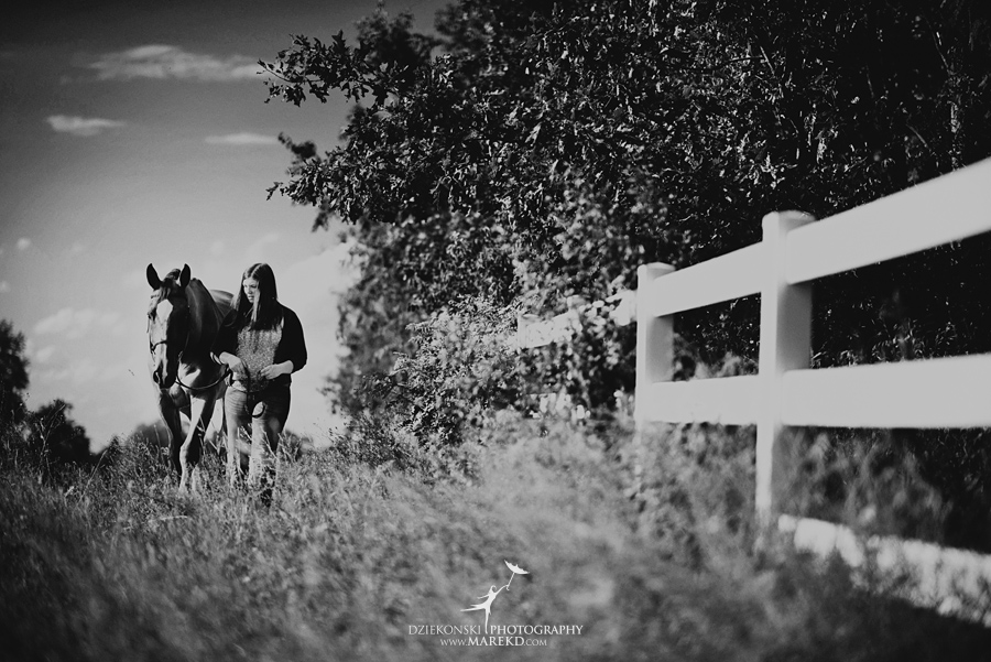 allie-kreindler-senior-pictures-photoshoot-horse-stables-barn-nature-foxwoode-hunt-club2