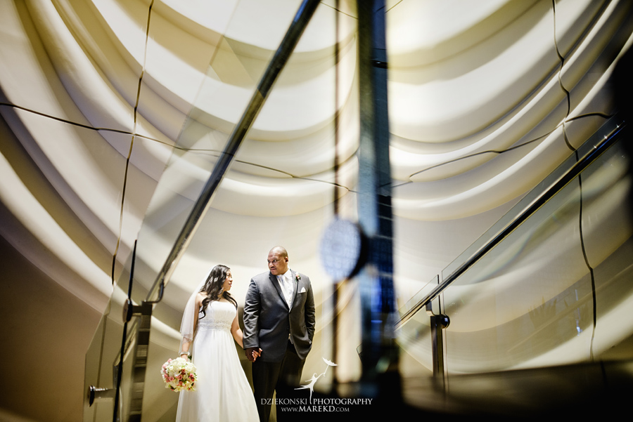 anna-charles-wedding-ceremony-reception-photographer-pictures-grosse-pointe-academy-chapel-war-memorial17