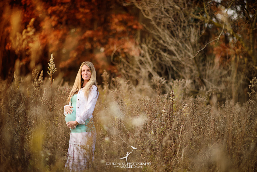 Benoit-Family-fall-session-pictures-photographer-baby-bump-leaves-clarkston-west-bloomfield-birmingham-nature-michigan-leaves-pregnancy-color4
