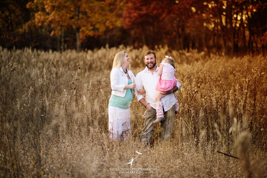 Benoit-Family-fall-session-pictures-photographer-baby-bump-leaves-clarkston-west-bloomfield-birmingham-nature-michigan-leaves-pregnancy-color5