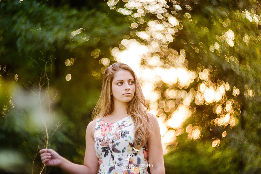 isabela-ebbert-senior-session-pictures-photos-photographer-michigan-clarkston-nature-field-flowers-sky-dress-ideas4