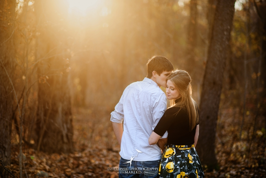 samantha-eric-fall-engagement-session-clarkston-michigan-photographer-metro-detroit-pictures-colors-leaves02