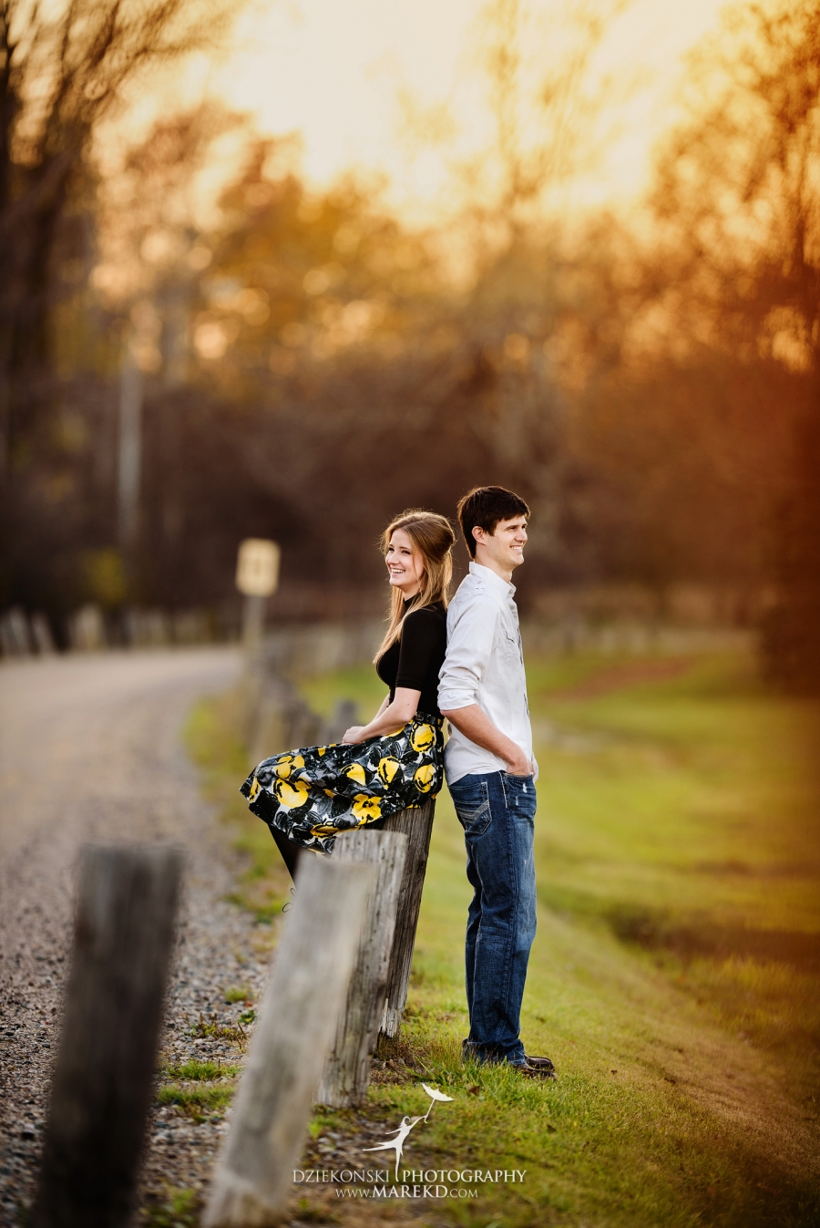 samantha-eric-fall-engagement-session-clarkston-michigan-photographer-metro-detroit-pictures-colors-leaves07