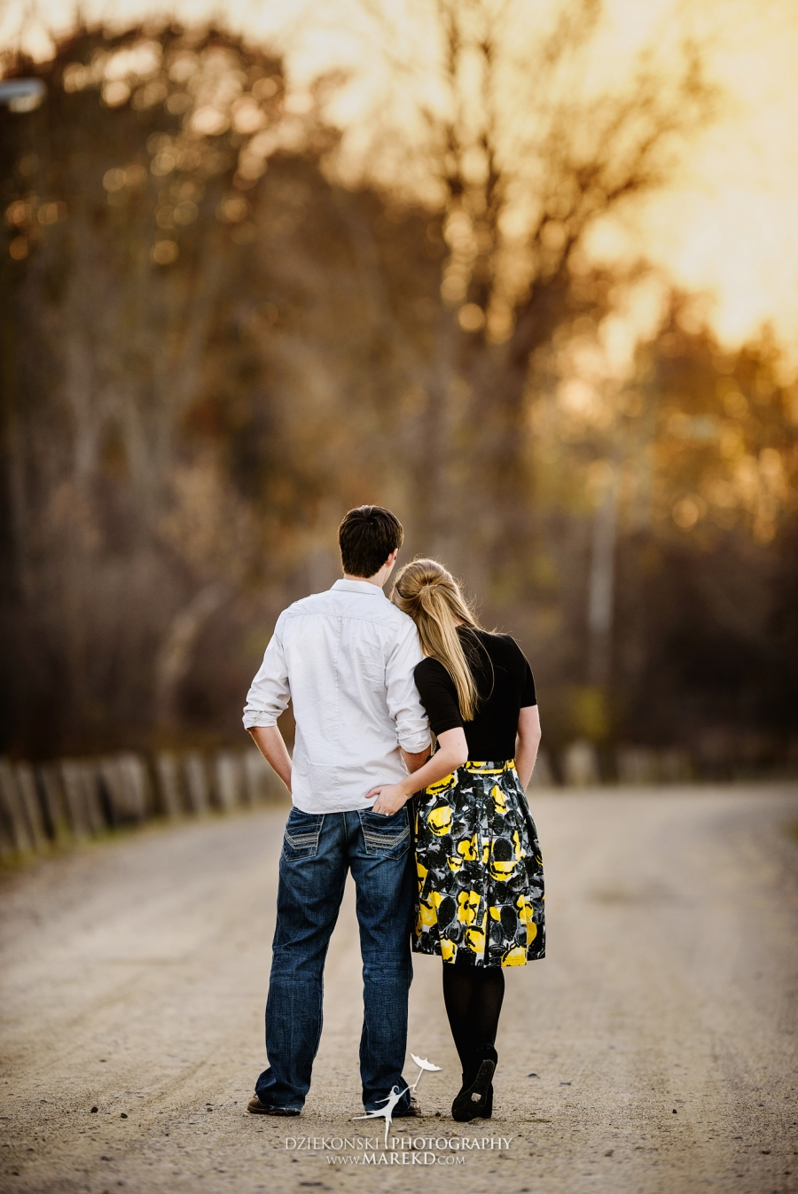 samantha-eric-fall-engagement-session-clarkston-michigan-photographer-metro-detroit-pictures-colors-leaves09