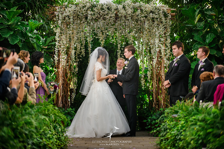 catherine-brian-fall-wedding-ceremony-reception-photographer-pictures-planterra-october-conservatory-west-bloomfield-michigan32